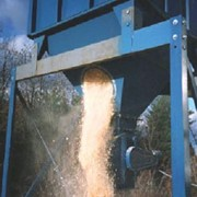 Reducing bridging in dust collector hoppers