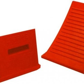 Rubber Wheel Chock for Small to Medium Trucks 10 to 15 Tonne