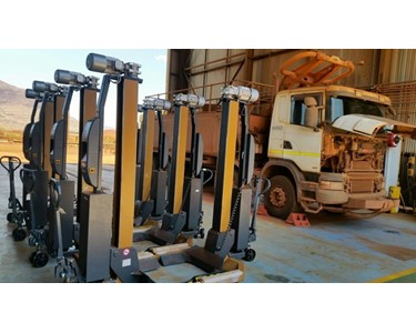 Wireless truck & Bus lifting hoists ready for use Pilbara Minesite WA