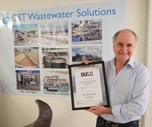 CST Managing Director Mike Bambridge with the Bulk Handling highly commended award