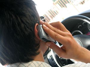 Drivers around the world - including Australia - have largely ignored laws banning or restricting mobile phone use.
