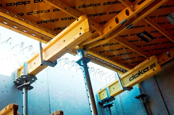 With the suspension clamp, infill zones can be formed quickly and easily, as Dokadek 30 merges here seamlessly with Dokaflex.