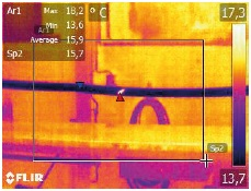Hot spots in the thermal image clearly show where the fault is located.