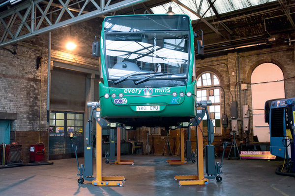 Battery-operated column lifts are a safe option for the repair and servicing of vehicles.