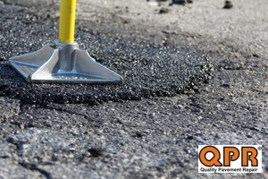 Fast and permanent pothole repair with QPR bagged asphalt
