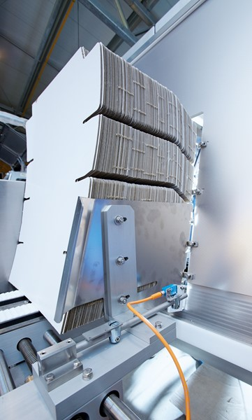 The Safeguard Detector is a complete safety solution that is easy to implement in packaging machines – for monitoring material transportation on carton magazines, to take one example.