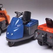 2-4 Battery Electric Tow Tug | DEC BULL