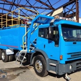 Water Truck | 2002 International 2350G 16000L