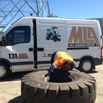 How to safely remove, replace pneumatic tyres on forklifts