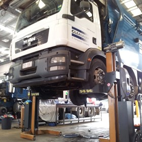 Truck, Bus & Rail Column Lifts | HETRA