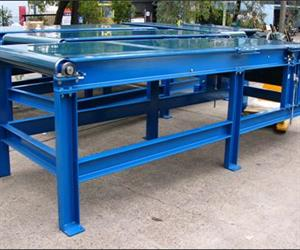 Heavy duty belt conveyor for pallet inspection