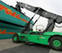The reach stacker has a longitudinal stability that is far superior to the one of the laden container handler.
