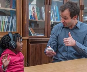 De Wet Swanepoel, PhD, testing a 4-year-old with hearScreen, a smartphone app. (Image: University of Pretoria)