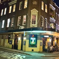 Lockout laws blamed for iconic Sydney bar's closure