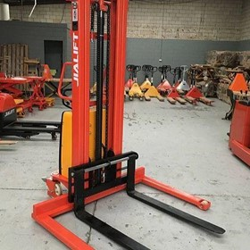 Straddle Leg Semi-Electric Stacker | SPN1535S