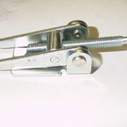 Sturdy over-centre spare wheel fastener for 4WDs