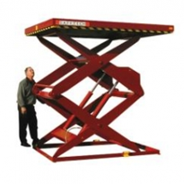 Scissor lift for theatre and convention complex