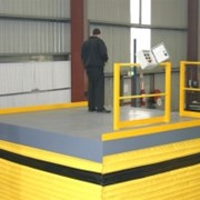 Warehouse scissor lift goods hoist