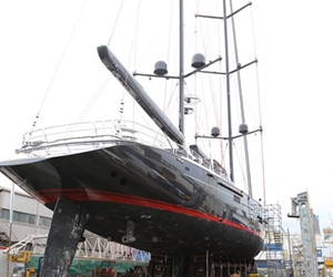 The 600-ton racing super yacht