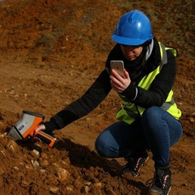 Handheld XRF analyser for mining