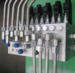 Hydraulic system for drilling mud cleaning rigs