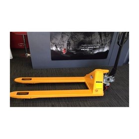 Pallet Trucks I Hand Operated Pallet Truck 2.5 Tonne
