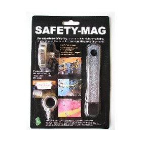 Safety-Mag to secure chain or webbing across safey zones