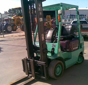 MITSUBISHI 1.8 TON GAS FORKLIFT  MODELFG18T  HOURS 9700  $10450  INC GST