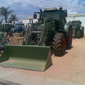 Tractor - FENDT 410 WITH F E L