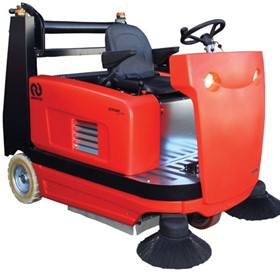 Suresweep Ride On Floor Sweeper STR1300