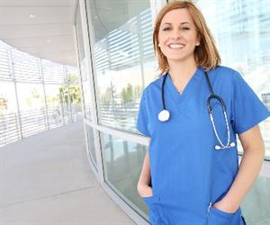 In 2014, about 111,300 nurses and midwives worked in the private sector, and 178,700 in the public sector.